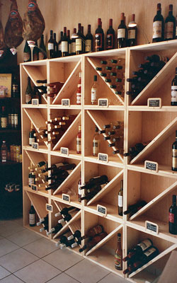 Casiers bouteille casier vin rangement du vin am nagement cave casier bois - Fabrication etagere garage ...